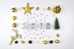 Marco de la Feliz Navidad y de la composición de la Feliz Año Nuevo Endecha plana, visión superior foto de archivo