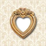 Marco de la forma del corazón del oro viejo fotografía de archivo libre de regalías