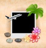 Marco de la foto con el avión, palma, flores, guijarros del mar Foto de archivo libre de regalías