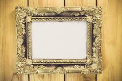 Marco de la foto del vintage en la tabla de madera Fotografía de archivo libre de regalías