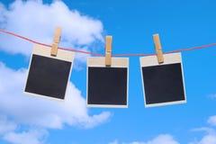 Marco de la foto el cielo azul. Imagen de archivo