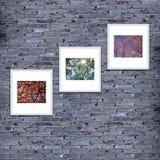 marco de la foto en la textura o el fondo, color gris de la pared de ladrillo de Imagenes de archivo