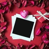 Marco de la foto para el tema de la tarjeta del día de San Valentín Imagen de archivo