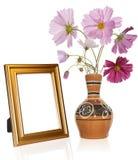 Marco de la foto y florero de la antigüedad Foto de archivo
