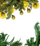 Marco de la frontera de la Navidad de la rama de árbol de abeto en el fondo blanco aislado Imagen de archivo libre de regalías