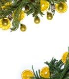 Marco de la frontera de la Navidad de la rama de árbol de abeto en el fondo blanco aislado Fotografía de archivo libre de regalías