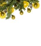 Marco de la frontera de la Navidad de la rama de árbol de abeto en el fondo blanco aislado Fotografía de archivo