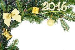 Marco de la Navidad de la rama del abeto con el arco blanco y la decoración amarilla Imágenes de archivo libres de regalías