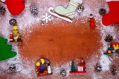 Marco de la Navidad y del Año Nuevo para el fondo de madera de la tarjeta de felicitación con el espacio de la copia Visión super Imagenes de archivo