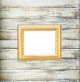 Marco de la vendimia del oro en viejo fondo de madera Fotos de archivo libres de regalías