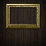 Marco de la vendimia en la pared de madera Fotos de archivo libres de regalías