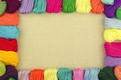 Marco de las cuerdas de rosca multicoloras Fotos de archivo libres de regalías