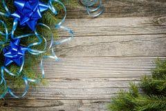 Marco de las ramas de árbol de navidad con las decoraciones Fotografía de archivo libre de regalías