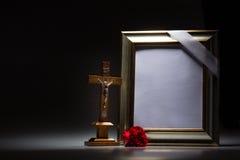 Marco de luto en blanco para la tarjeta de la condolencia Fotografía de archivo libre de regalías