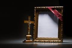 Marco de luto en blanco para la tarjeta de la condolencia Imagenes de archivo
