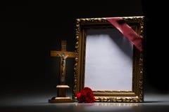 Marco de luto en blanco para la tarjeta de la condolencia Imagen de archivo libre de regalías