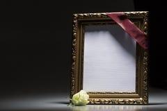 Marco de luto en blanco para la tarjeta de la condolencia Foto de archivo libre de regalías