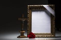 Marco de luto en blanco para la tarjeta de la condolencia Imagen de archivo
