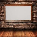 Marco de madera en la pared de ladrillo Fotografía de archivo