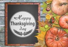 Marco de madera y frutas para el día feliz de la acción de gracias Fotos de archivo libres de regalías