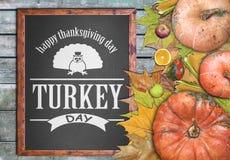 Marco de madera y frutas para el día de la acción de gracias Imagen de archivo libre de regalías