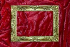 Marco de oro en rojo Fotografía de archivo libre de regalías