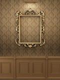 Marco de oro real en la pared en interior. libre illustration