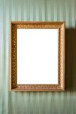Marco de oro vacío en la pared Imagen de archivo libre de regalías