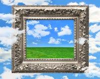 Marco de plata contra un cielo azul Imagen de archivo