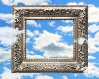 Marco de plata contra un cielo azul Imágenes de archivo libres de regalías