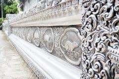 Marco de plata de la laca del zodiaco tailandés del lanna en el templo Chiang Mai, Fotografía de archivo