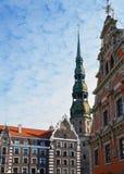 Marco de Riga, pulso de disparo em St Peter & x27; torre de igreja de s Imagem de Stock Royalty Free