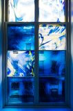Marco de ventana azul foto de archivo libre de regalías