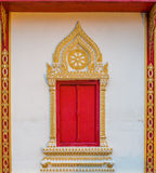 Marco de ventana del templo de Haripunchai imágenes de archivo libres de regalías