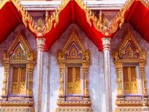 Marco de ventana pintado de oro del estuco Fotos de archivo libres de regalías