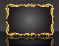Marco decorativo con la hoja del oro del modelo fotografía de archivo libre de regalías