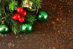 Marco del árbol de abeto de la Navidad con la decoración Imagenes de archivo
