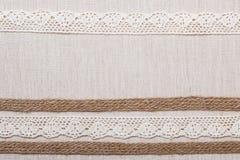 Marco del cordón en fondo del paño de lino Imagen de archivo