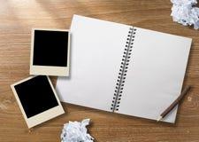 Marco del cuaderno y de la foto Fotografía de archivo