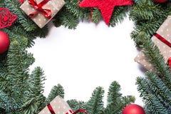 Marco del fondo de la Navidad con las ramas del abeto y el otro decoratio Imágenes de archivo libres de regalías