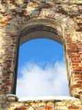 Marco del fondo de los colores antiguos de la ventana del arco de la ruina Fotografía de archivo