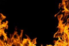 Marco del fuego en la oscuridad imagenes de archivo