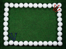 Marco del golf con las bolas y las clavijas imagen de archivo