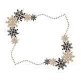 Marco del invierno con los copos de nieve y las gotas de la decoración Fotos de archivo libres de regalías