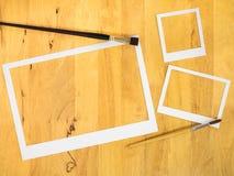 Marco del Libro Blanco en el fondo de madera Imagenes de archivo