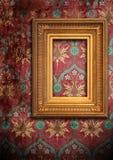 Marco del oro y el papel pintado viejo Foto de archivo libre de regalías