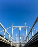 Marco del tejado del marco de acero con el piso del cielo Fotografía de archivo libre de regalías