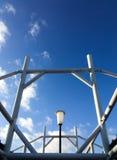 Marco del tejado del marco de acero con el piso del cielo Imagen de archivo