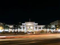 Marco do quadrado de Barém do al de Bab em manama central na noite imagem de stock royalty free