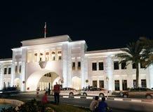 Marco do quadrado de Barém do al de Bab em manama central na noite foto de stock royalty free
